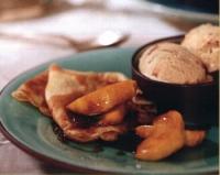 Flensjes met warme appel en kaneelijs