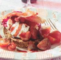 Salade van gestoofde sjalotjes, rauwe ham en geitenkaas